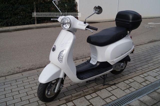 2012 Rivero  Roller / Scooter Model Toscana Motorcycle Scooter photo