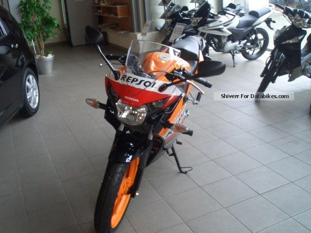 2013 Honda  CBR 125 R Repsol Motorcycle Lightweight Motorcycle/Motorbike photo
