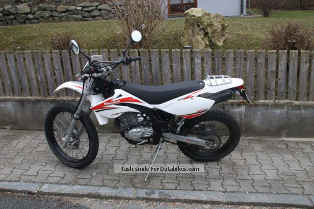 2011 Beta  RE 125 Motorcycle Enduro/Touring Enduro photo