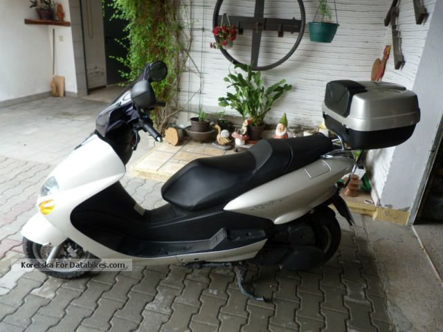 2002 MBK  Skyliner Yp125R Motorcycle Scooter photo