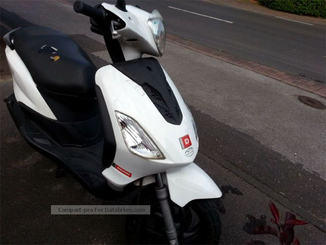 2009 Derbi  Boulevard 50cc 2T Motorcycle Motor-assisted Bicycle/Small Moped photo
