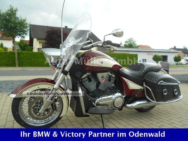 2013 VICTORY  Crossroads Classic 13 (FINANCING POSSIBLE) Motorcycle Chopper/Cruiser photo