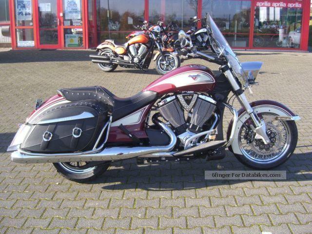 2013 VICTORY  Cross Roads Classic LE, Cologne / Bonn Motorcycle Chopper/Cruiser photo