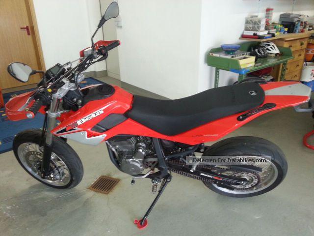2007 Beta  M4 Motorcycle Super Moto photo