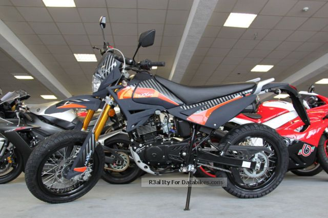2012 Keeway  / Luxxon 125 Supermoto Motorcycle Super Moto photo