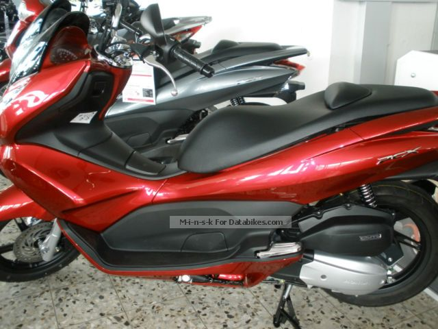 Honda  PCX125, modern, crisp and economical. 2013 Scooter photo