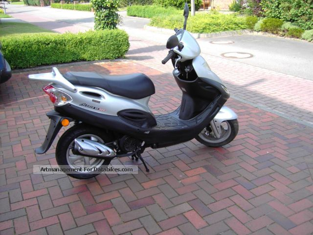 2002 Kymco  Movie 125 xl Motorcycle Scooter photo