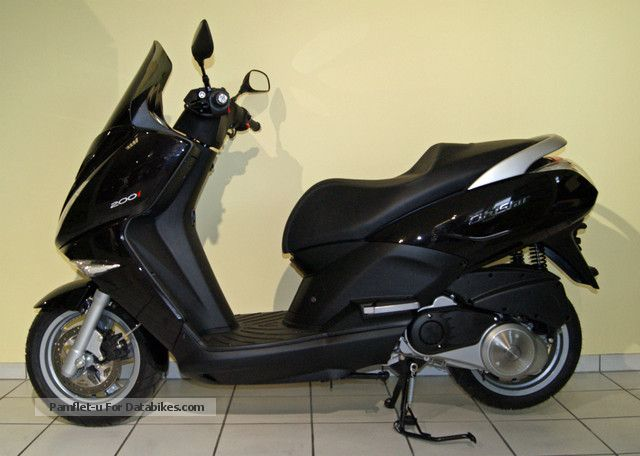 2012 year motorcycles with pictures page 94. Black Bedroom Furniture Sets. Home Design Ideas