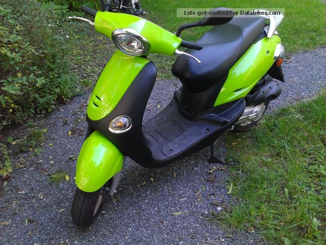Kymco  50 yup 2012 Scooter photo