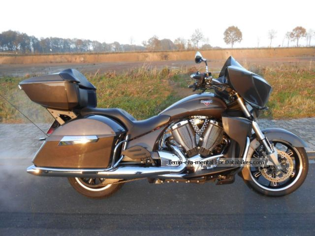 2013 VICTORY  Cross Country Tour 2013! Winter price! Motorcycle Tourer photo