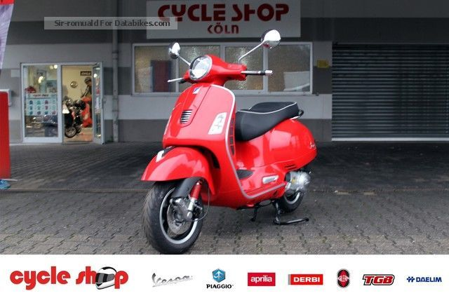 2013 Vespa  GTS 300 Super ie € 300 incl Clothing set Motorcycle Scooter photo
