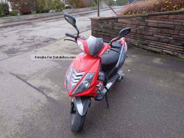 2011 Explorer  B92 Motorcycle Scooter photo