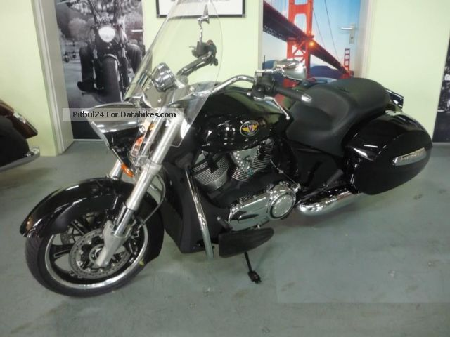2012 VICTORY  Crossroad Deluxe ABS Motorcycle Chopper/Cruiser photo