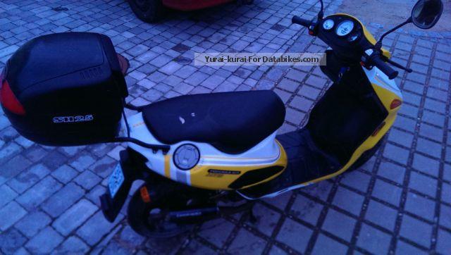 2001 Italjet  Formula 50 Motorcycle Scooter photo