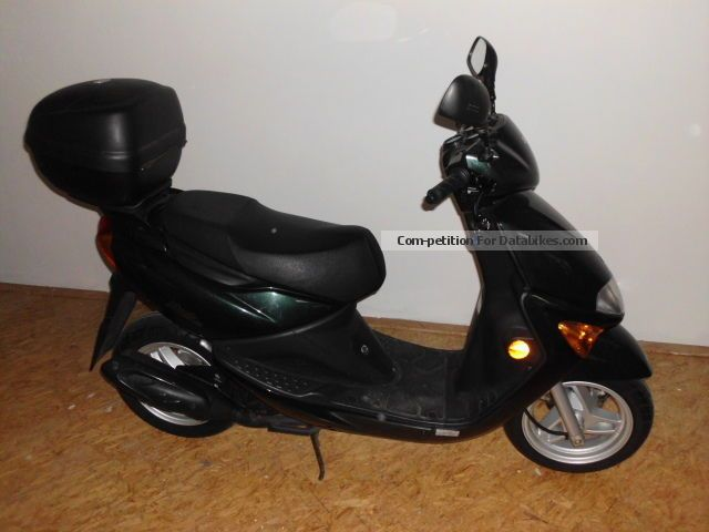 2003 sym mask moped 25 km h excellent condition. Black Bedroom Furniture Sets. Home Design Ideas
