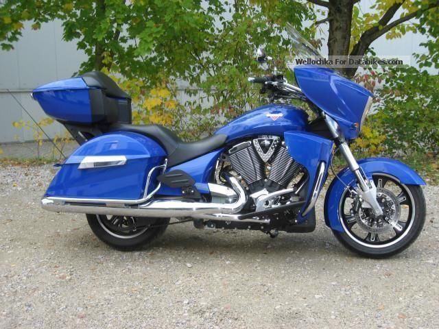 2013 VICTORY  Cross Country Tour Motorcycle Tourer photo