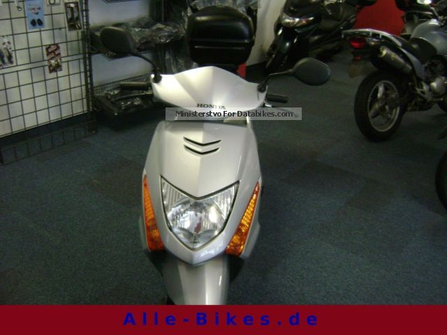 2003 Honda  100 Lead Motorcycle Motorcycle photo
