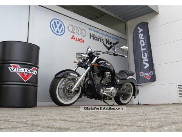 2013 VICTORY  Broadwalk Black Motorcycle Chopper/Cruiser photo