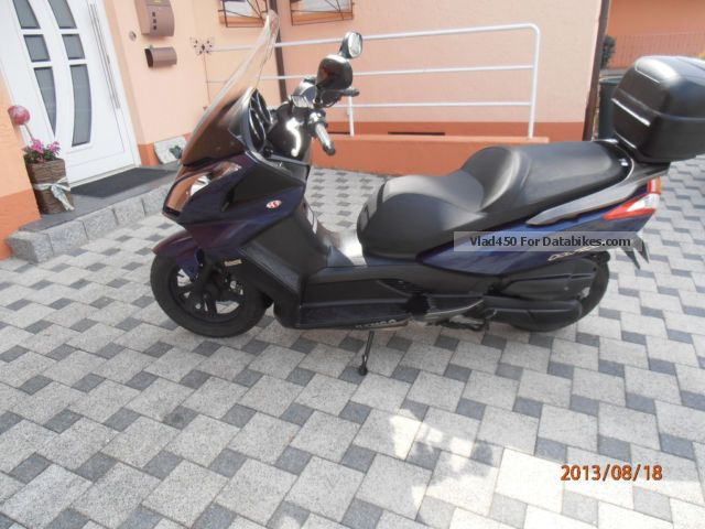 2012 Kymco  Downtown 125 Motorcycle Scooter photo