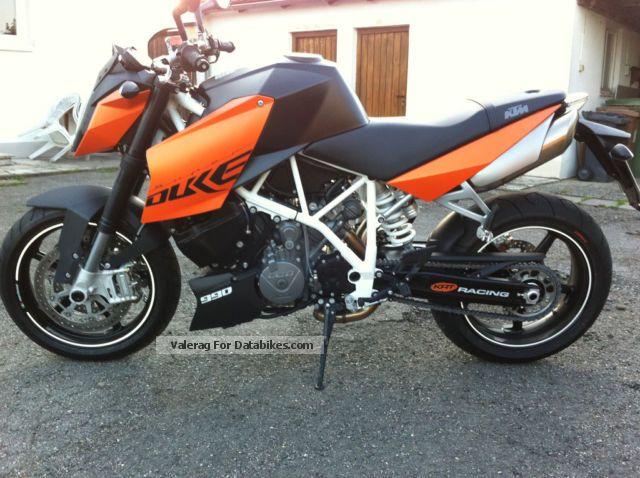 2011 KTM  Super Duke Motorcycle Naked Bike photo