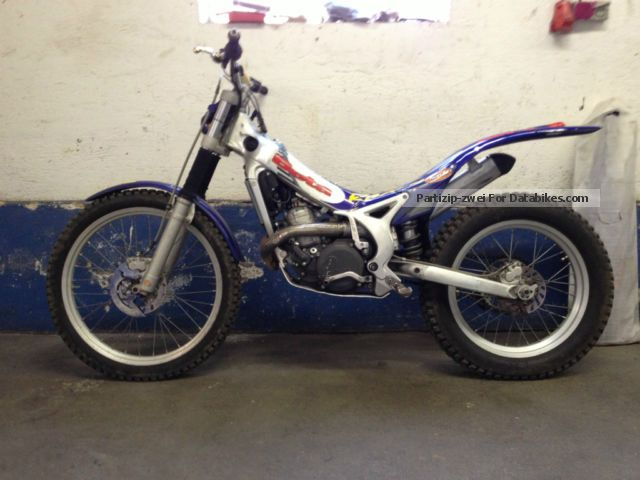 2002 Beta  rev 3 Motorcycle Dirt Bike photo