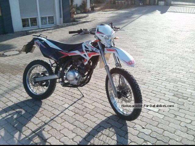 2013 Beta  RE 125 Motorcycle Enduro/Touring Enduro photo