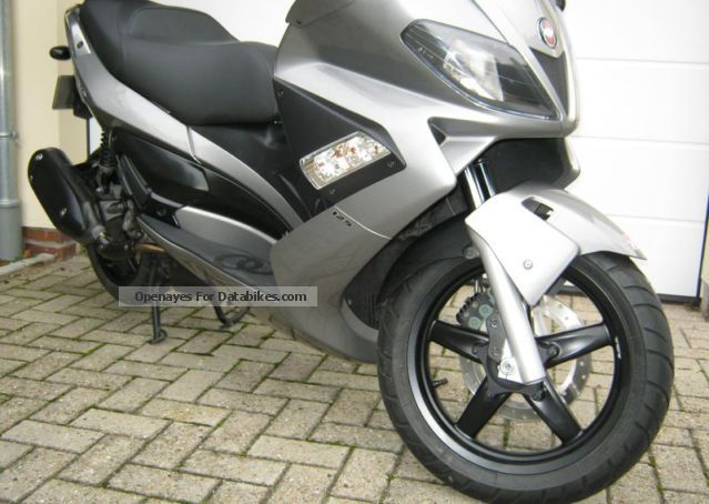 2011 Gilera  Nexus 125 Motorcycle Scooter photo
