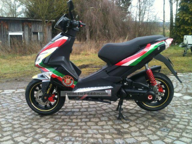 2013 Motobi  Pessaro scooter 50 cc only 725 km run Motorcycle Lightweight Motorcycle/Motorbike photo