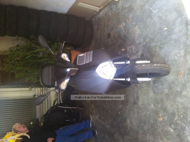 2011 Explorer  B58 Motorcycle Scooter photo