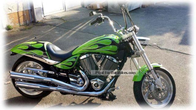 2010 VICTORY  Hammer Motorcycle Chopper/Cruiser photo