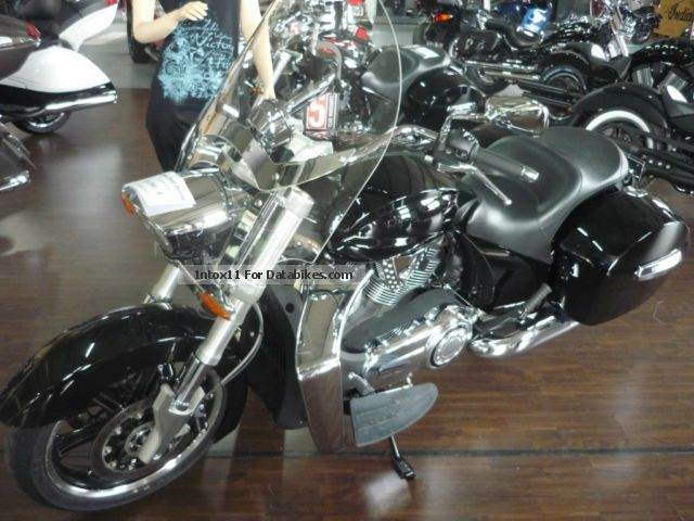 2014 VICTORY  Crossroad Deluxe 5-year warranty Motorcycle Chopper/Cruiser photo