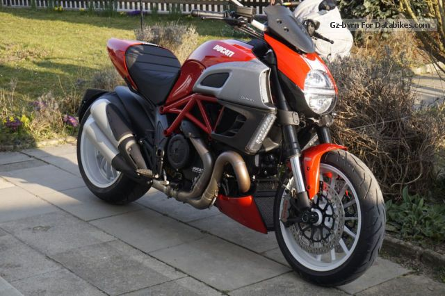 2014 Ducati Diavel Red / White Stripes Lim Special Edition