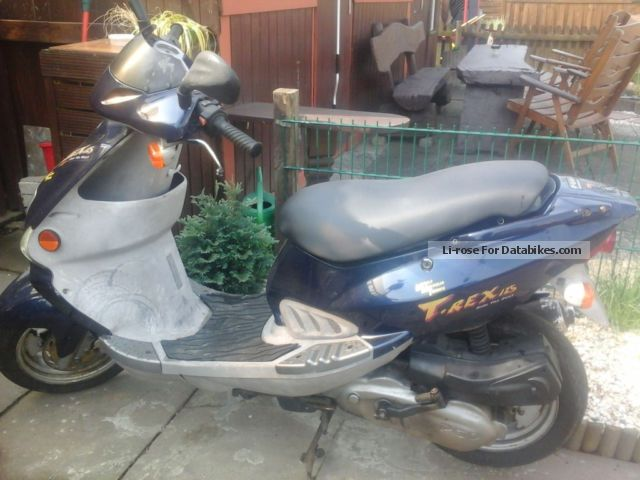 2000 PGO  125 Motorcycle Scooter photo