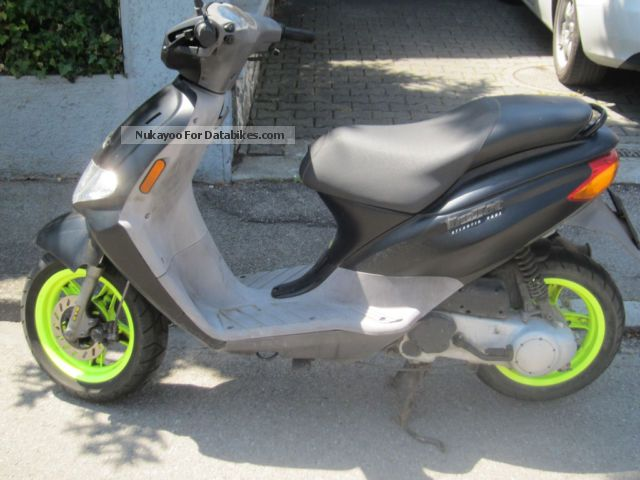 2004 Derbi  Atlantis Bullet Motorcycle Scooter photo