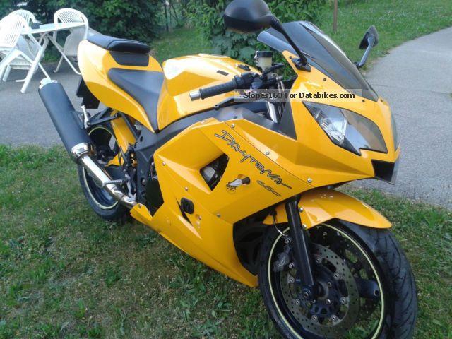 2005 Triumph  675 650 600 Motorcycle Sports/Super Sports Bike photo
