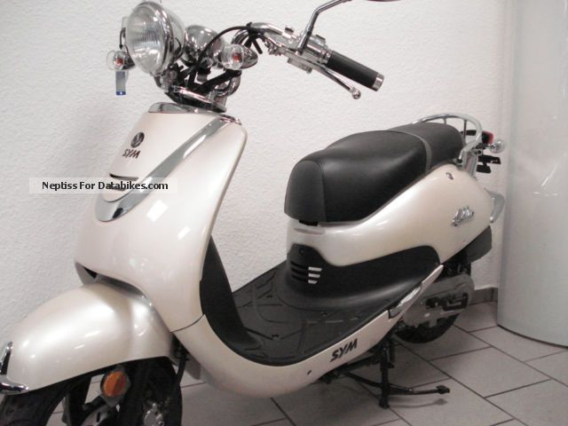 2014 SYM  ALLO 50 champagne presenter 5 km Full warranty Motorcycle Scooter photo