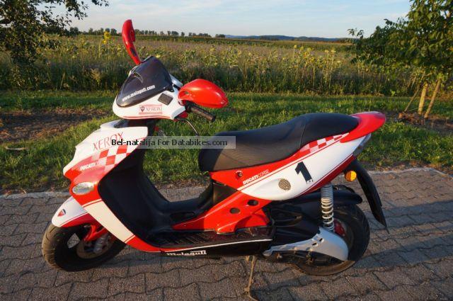2011 Malaguti  firefox F-15 Motorcycle Scooter photo