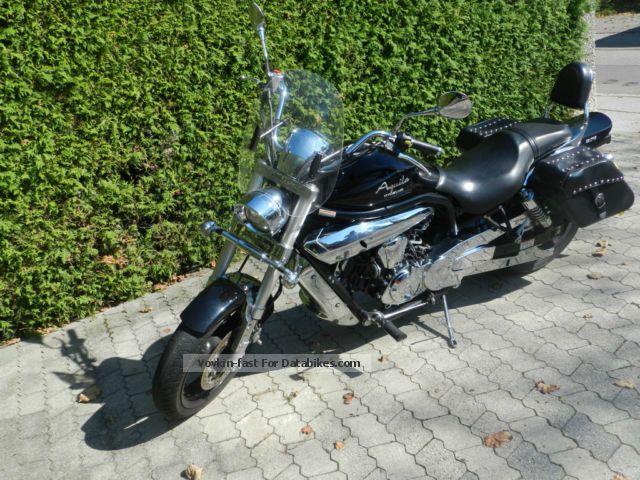 2011 Hyosung  GV 650 Motorcycle Chopper/Cruiser photo
