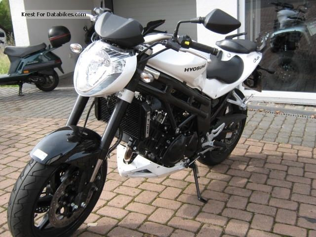 Hyosung  GT650i, Mod.2014, Financing Available 2014 Naked Bike photo