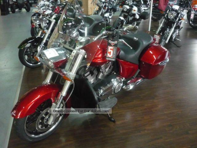 2012 VICTORY  Cross Road Deluxe 5-year warranty Motorcycle Chopper/Cruiser photo