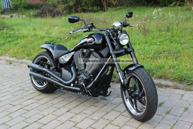 2014 VICTORY  Hammer 8 Ball Motorcycle Chopper/Cruiser photo