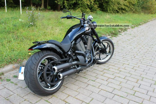 Victory Hammer 8 Ball Exhaust 2014 Victory Hammer 8 Ball