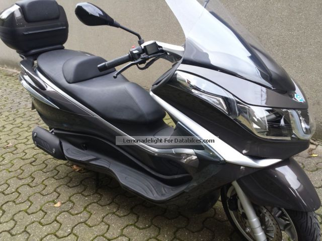 2013 Piaggio  X10 Elegance 125ie Motorcycle Scooter photo