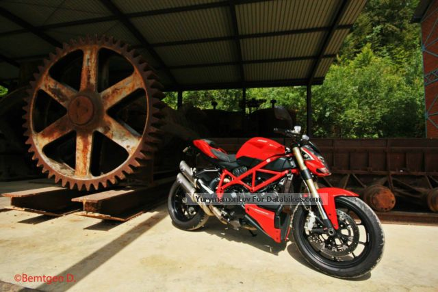 2013 Ducati  Street Fighter Motorcycle Streetfighter photo