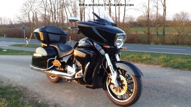 2014 VICTORY  Cross Country Tour Motorcycle Tourer photo