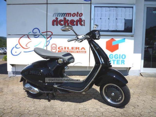 Vespa  946 IU 3V ABS / ASR TOPVORFÜHRER 2013 Scooter photo