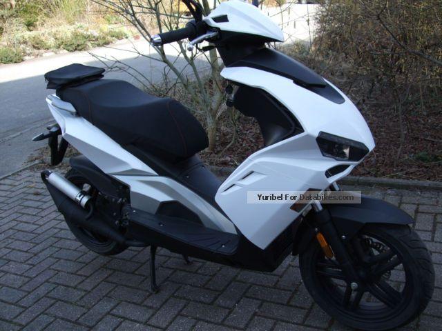 2014 beeline pista scooter moped 25 km h white black. Black Bedroom Furniture Sets. Home Design Ideas