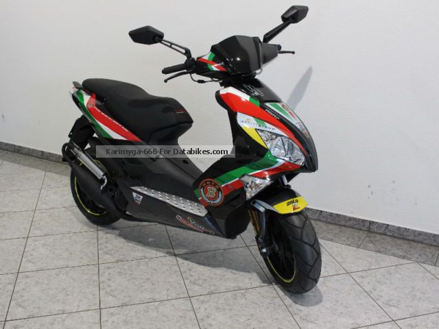 2015 Motobi  PESARO ACTION 50 different colors Motorcycle Scooter photo
