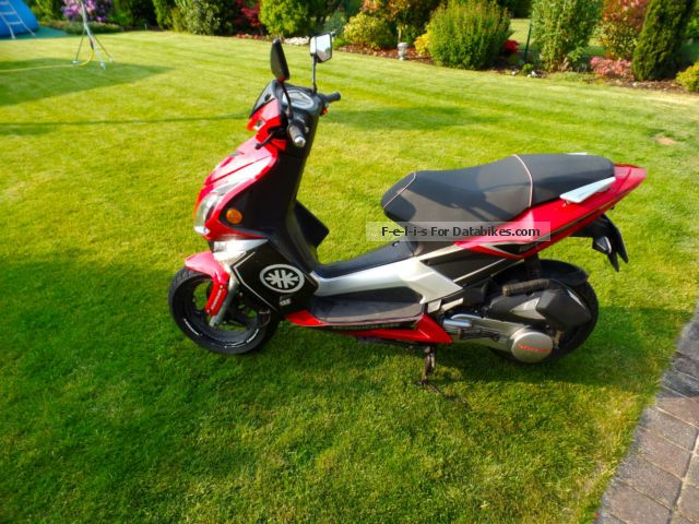 2010 Kreidler  Foil RMC-G 125 Motorcycle Lightweight Motorcycle/Motorbike photo