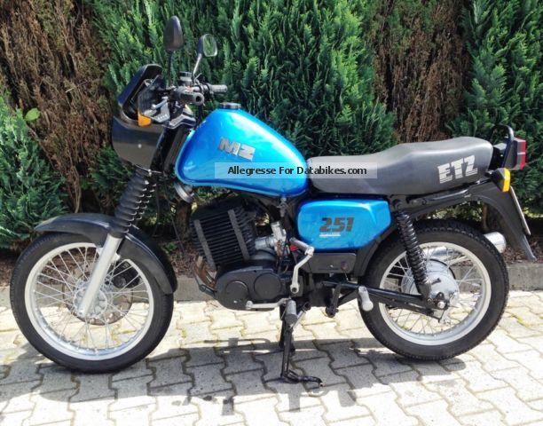 Motorrad MZ 500 R als Polizeifahrzeug in Farbe blau